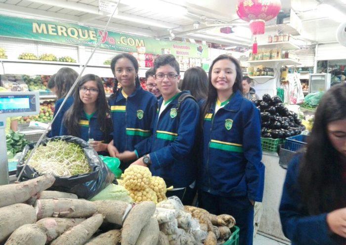 """""""Volvamos a la Plaza"""": Una mirada escolar al tema de la Tierra en Colombia."""
