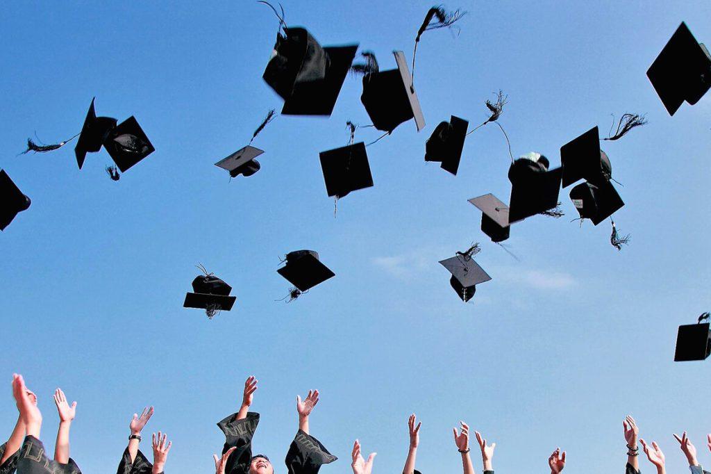 Egresados de instituciones IB tienen mayores posibilidades de ascenso profesional Los egresados de instituciones con diploma IB (Bachillerato Internacional), tienen mayores oportunidades de ascender en su vida profesional, una ventaja que los ayuda a llevar el día a día universitario y profesional de manera global.