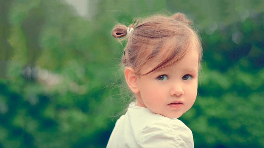 ¿Cómo está el desarrollo de mi niño a los tres años? Lea esta guía A los tres años hay que concentrarse principalmente en tres áreas. En primer lugar, en el desarrollo del lenguaje; en segundo lugar, en la habilidad motora y, en tercer lugar, en el desarrollo de la parte social.