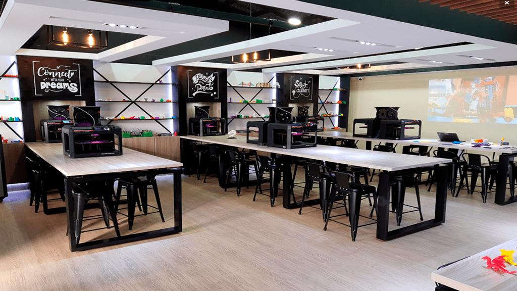 """Primer laboratorio de tecnología avanzada para niños """"Creator Lab de Ricoh"""" en el Colegio San Jorge de Inglaterra de Bogotá"""