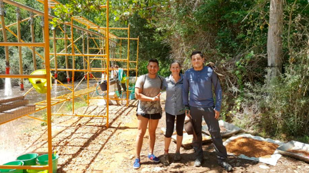 Estudiante colombiano entre el grupo de excavadores del yacimiento arqueológico más antiguo de Europa