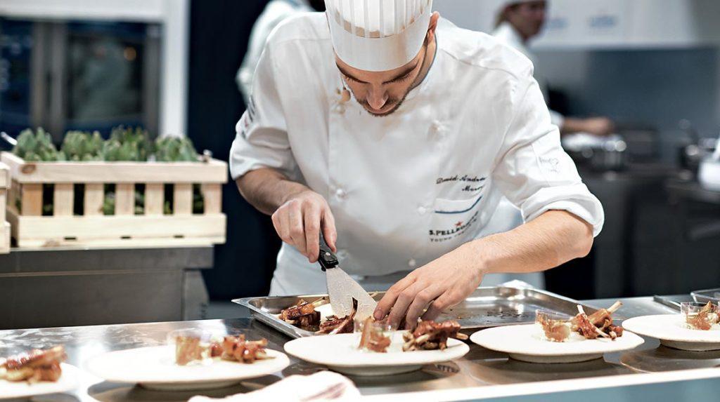 Chef: Una profesión apetitosa En Colombia la carrera de culinaria es una de las favoritas de los estudiantes. Panorama de una profesión con grandes perspectivas laborales.