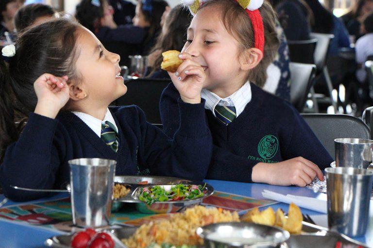 Niñas con alimentarios saludables