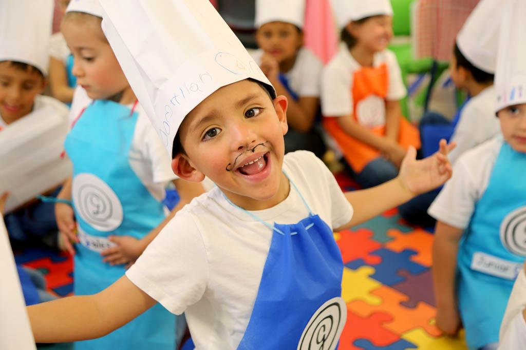 Niño del colegio Gales disfrasado de chef