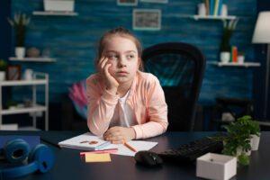 Un año después: examen crítico del papel de la educación